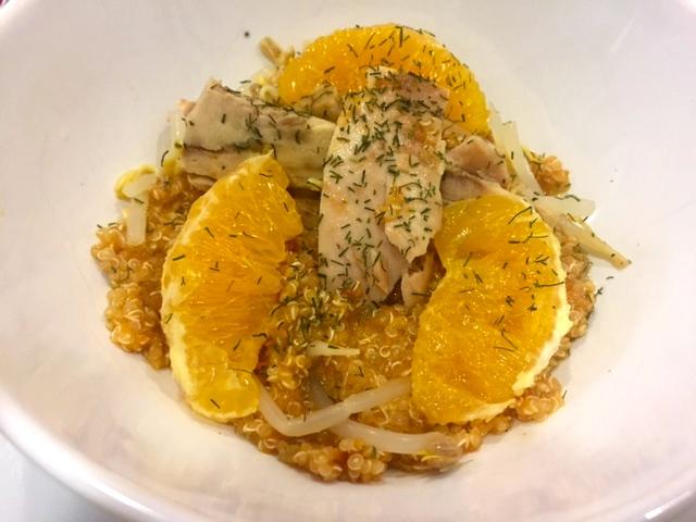 Ensalada de quinoa con caballa y naranja. Un plato muy saludable