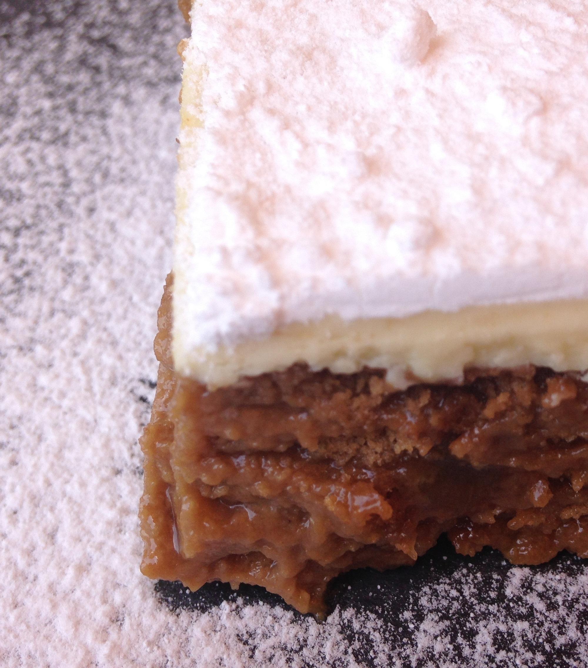 Haz una tarta con tus mermeladas. Tarta de galletas y mermelada de albaricoque.