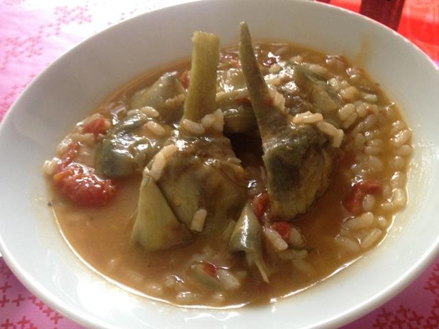 Arroz con alcachofas y tomate seco