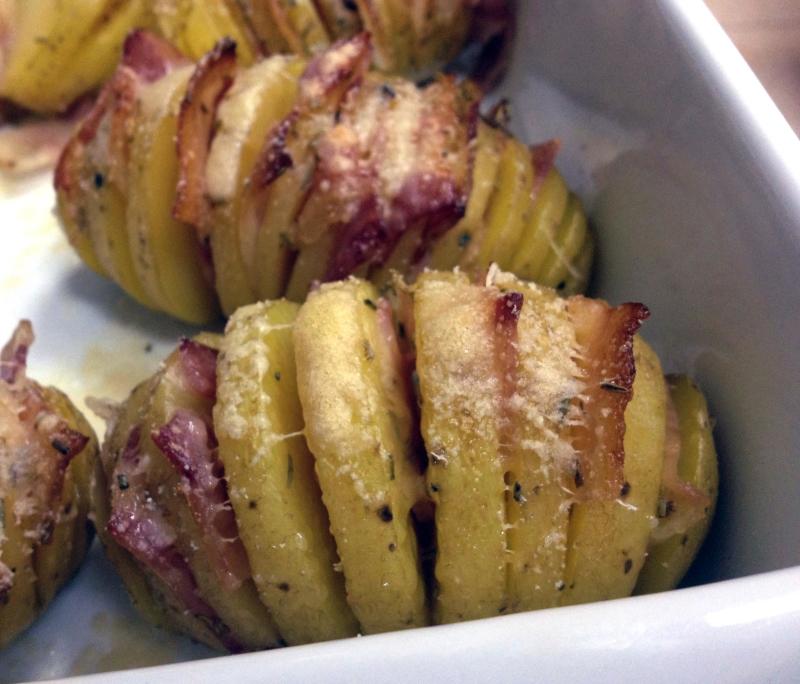 Con estas patatas de guarnición triunfarás seguro en tu menú navideño. Acompañan igual a un plato de carne que a uno de pescado.