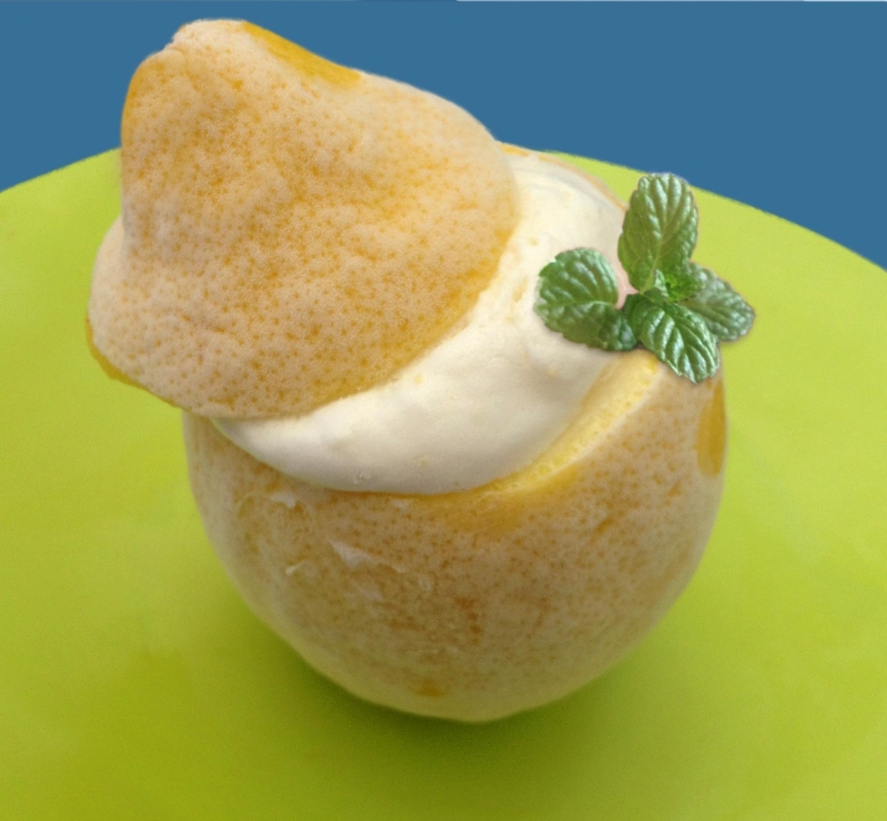 Crema helada de limón...dentro de un limón!