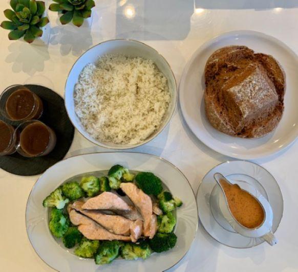 Menú: Salmón con arroz basmati y salsa de eneldo y de postre natillas de chocolate (Thermomix® Friend)
