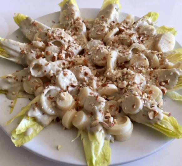 Ensalada de endivias y palmitos con salsa roquefort con Thermomix®