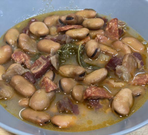 Habas secas con jamón y chorizo (Michirones)