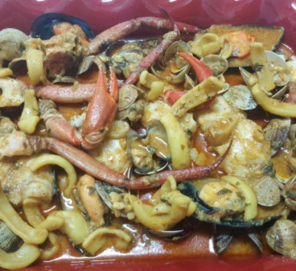Caldereta de pescado y marisco al horno con Thermomix®