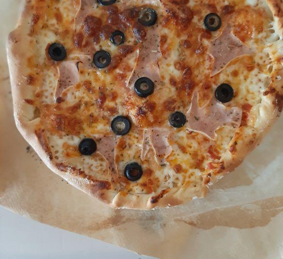 PIZZA CON BORDE RELLENO DE QUESO, ¿Te vas a resistir?