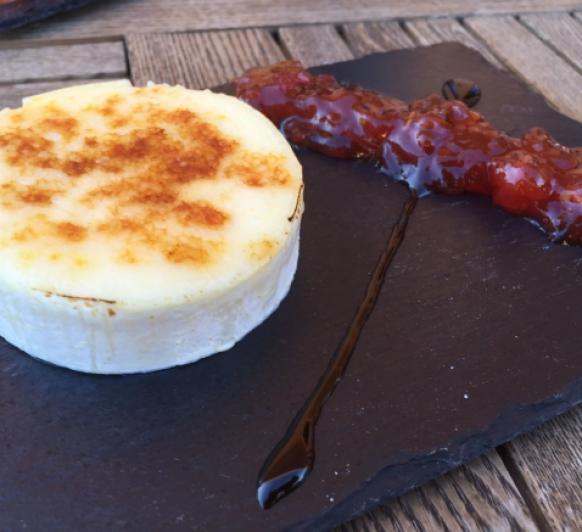 Confitura de tomate con queso de cabra