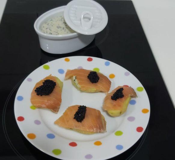 Patatitas con mayonesa de caviar y salmón ahumado TM31, TM5, TM6