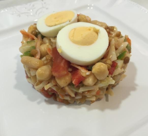 Salpicón de legumbres con surimi