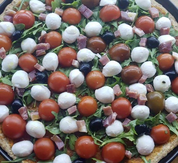 #yomequedoencasa Pizza integral con tomates cherry, rúcula y mozarella fresca con Thermomix®