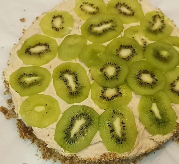 Quieres aprender hacer una Cheesecake de Kiwi , Fácil y rápida? Pues pincha en el enlace y disfrutaras de un Video estupendo donde te explico como hacerla , IVAN DUTOR.