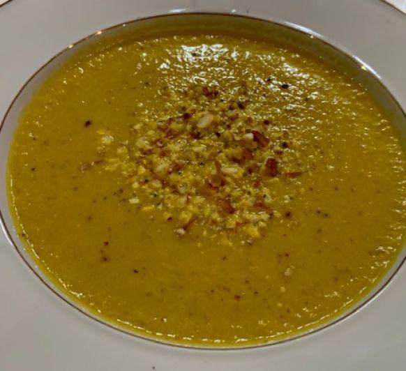 Crema de zanahorias y espárragos con almendras con Thermomix®
