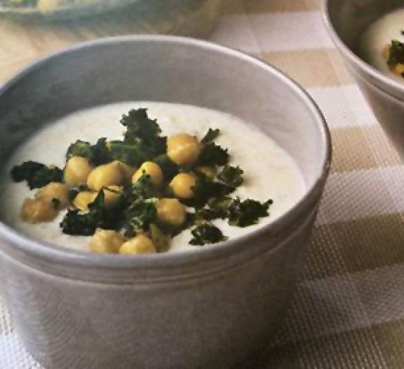 Sopa de yogur con garbanzos