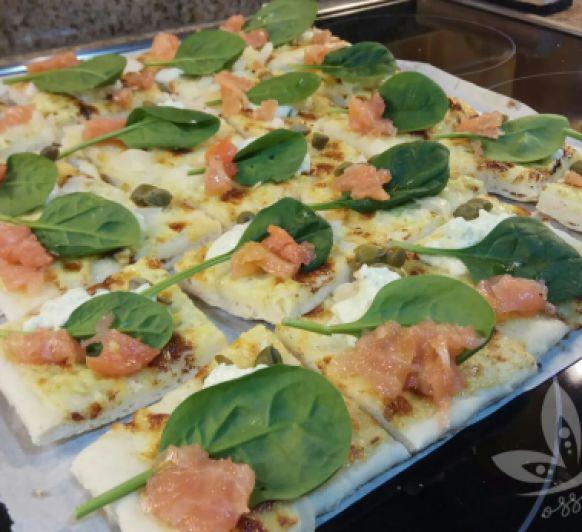 PIZZA DE SALMÓN AHUMADO ,ALCAPARRAS Y MASCARPONE by SONIA