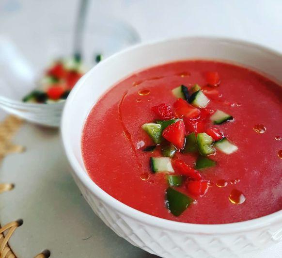 Gazpacho de fresas, mira qué color!!!