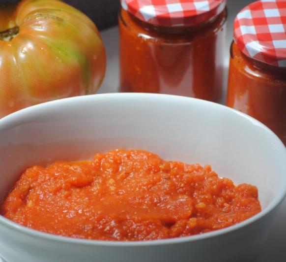 La salsa de Tomate es un básico y sale espectacular ¡!! Aparte de que con Thermomix® no manchamos nada en nuestra cocina.